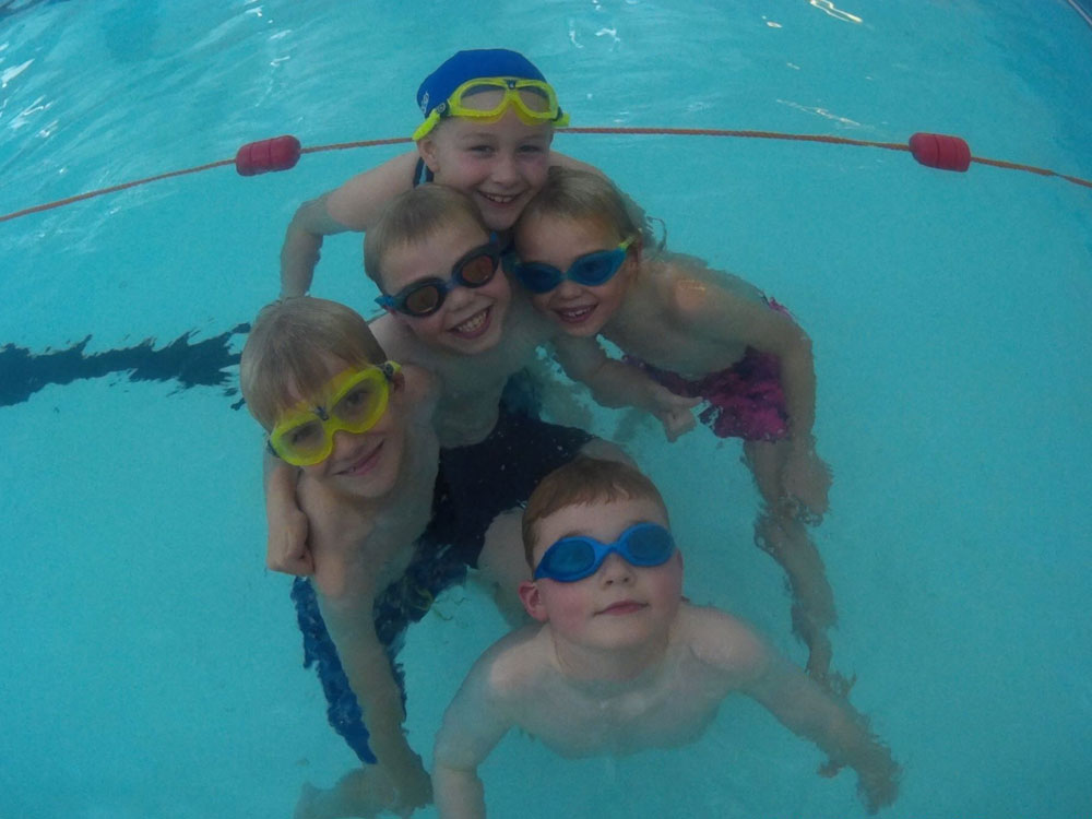 Children's group swimming lesson