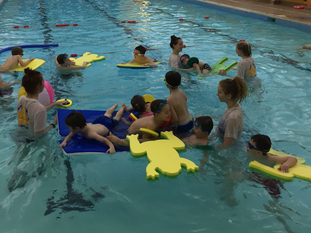 Swimming lesson fun session